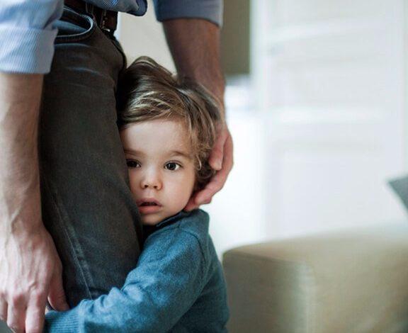چگونه اضطراب جدایی کودکان را کاهش دهیم؟
