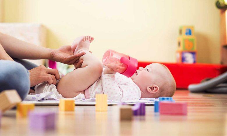 چگونه پوشک کودک را تعویض کنیم؟
