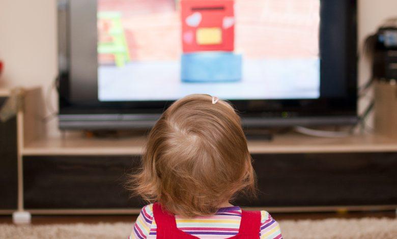 کودکان و تلویزیون های همیشه روشن